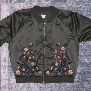 Green bomber jacket. S:L, but easily fits S & M.